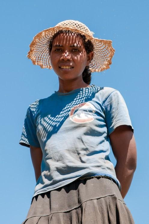 femme-chapeau-betafo