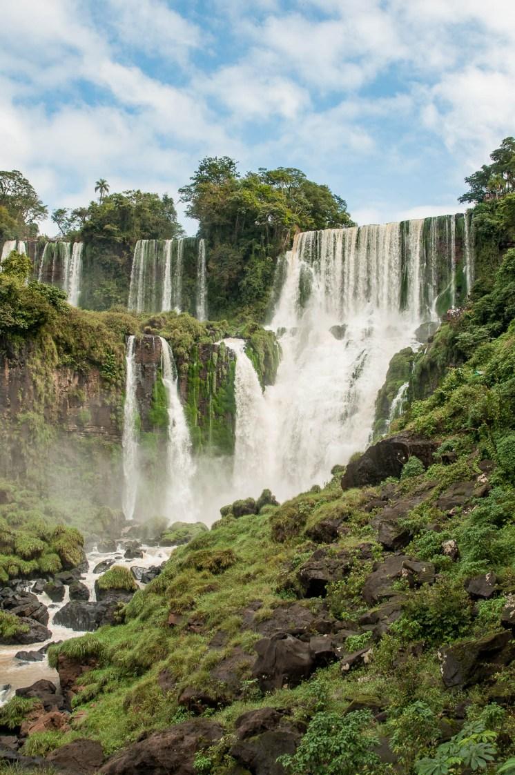 La succession de multiples cascades. Parc national des chutes d'Iguazu