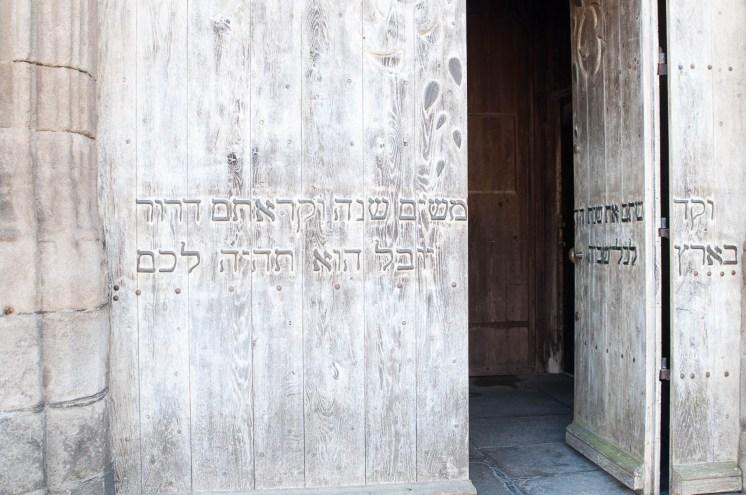 Curiosité rare, une inscription en Hebreu sur l'église Saint Malo