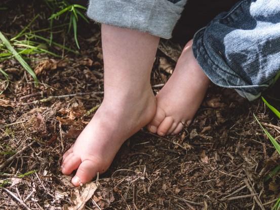 Des copeaux de bois qui chatouillent les pieds