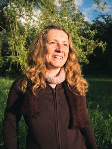 Valérie, gérante du gîte la plume de l'oiseau, passionnée par les plantes sauvages et les oiseaux. Forcément, ça créé des affinités !