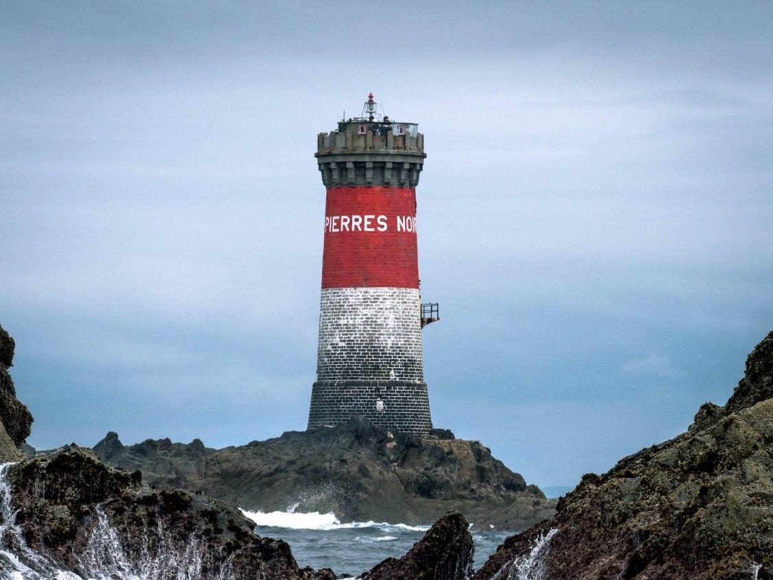 phare pierres noires mer d'iroise