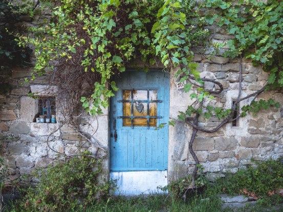 drôme begude en mazenc porte bleue