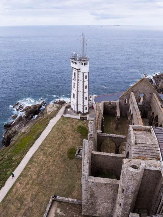 Vue sur le site de la pointe de saint mathieu depuis le phare