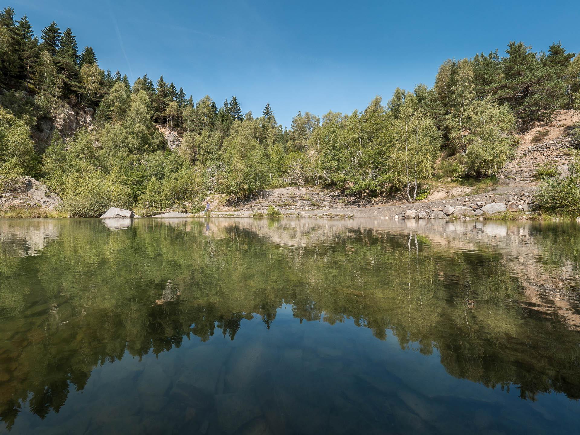 Le lac bleu en Haute Loire, une ancienne carrière