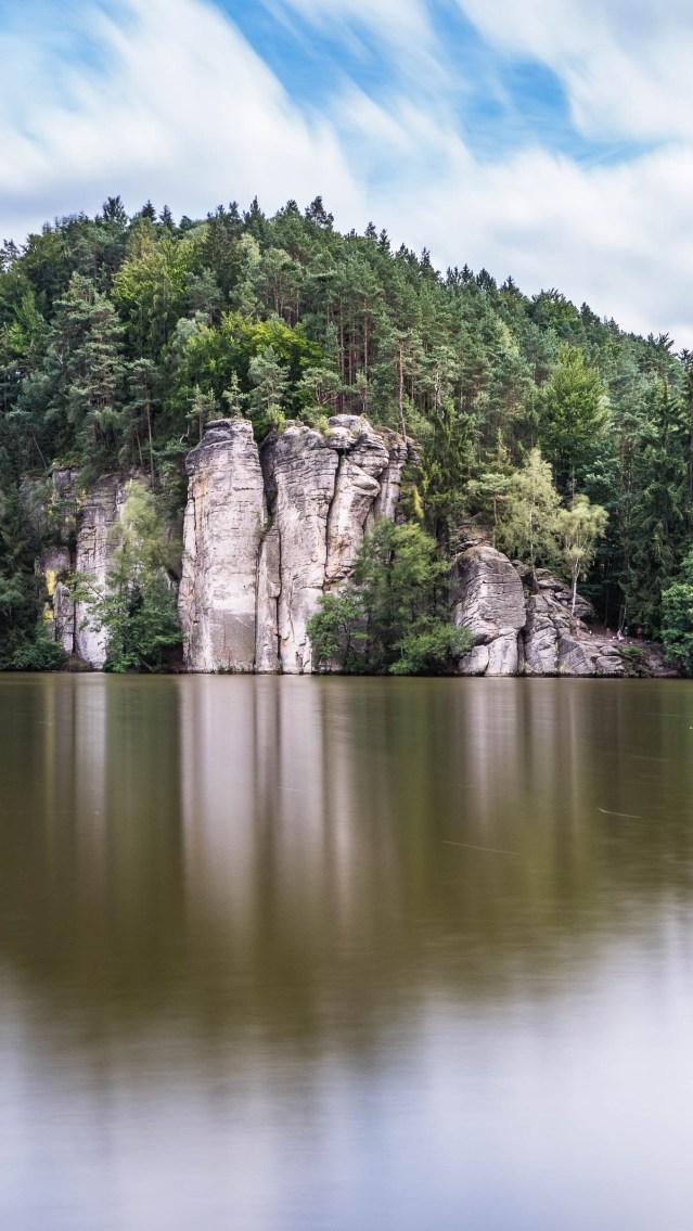 lac près de Hruba Skala dans le paradis tchèque