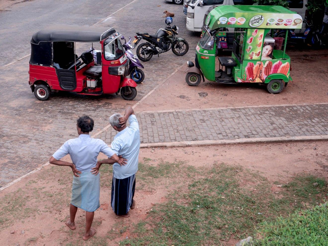 Chauffeurs de tuk tuk à Galle au Sri lanka