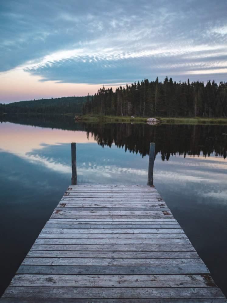 lac canadien au lever du soleil