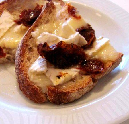 Tartine camembert, miel et tomates séchées LGY