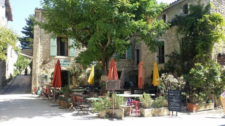 Le Petit Café.