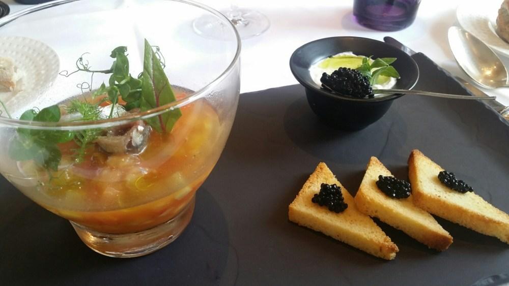 Tomate Ecarlate de Plein Champ, Huile d'Olives d'Espagne, Anchois et Caviar Fumé
