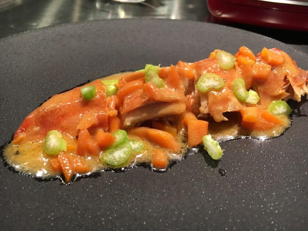Suprême de poulet sauce crustacés.