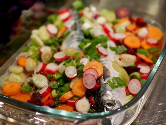 Maquereaux au vin blanc et petits légumes.