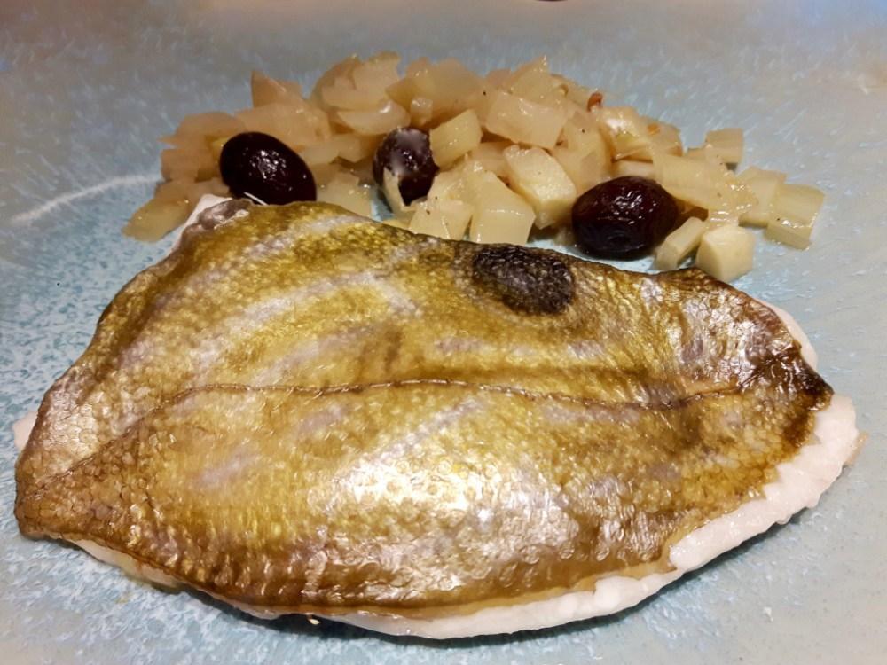 Filets de Saint-Pierre au fenouil et aux olives noires.