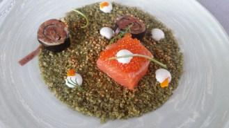 Truite froide aux 2 façons: mi-cuit et maki sur lit de quinoa aux herbes, yaourt épicéa...