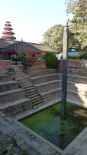 Bassin dans la cour du Hanuman Dokha Palace
