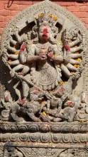 Parmi les gardiens, Ugrachandi, épouse de Bhairab (incarnation destructrice de Shiva)