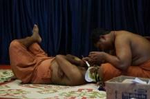 Séance de maquillage avant la représentation de Kathakali