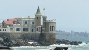 Le castillo Wulff, battu par les flots