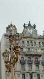La ville est plein de bâtiments de style parisien