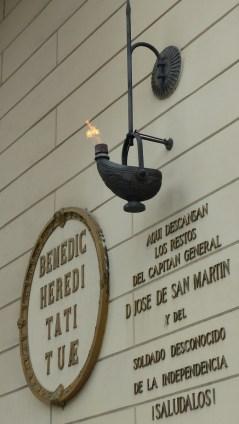 La flamme en l'honneur de San Martin
