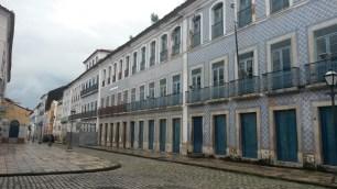 La rua Portugal comporte de belles maisons anciennes