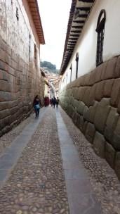 Un autre style de mur inca: les pierres sont bien plus grosses mais toujours aussi bien ajustées