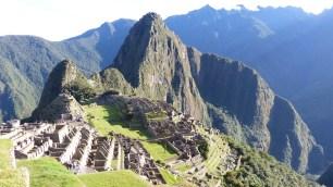 En basculant la photo à 90° vers la gauche, on fait apparaître le profil d'un Indien; le Wayna Picchu en serait le nez...