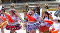 Certains costumes évoquent le colonialisme
