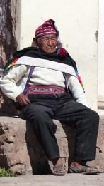 Les hommes portent le costume traditionnel