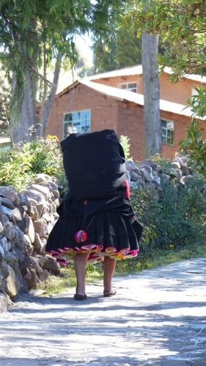 Pas facile de monter avec la tenue traditionnelle