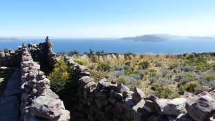 Les ruines embellissent encore plus le paysage