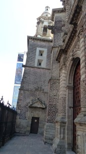 L'Ex Teresa Arte Actal: l'ancien couvent s'enfonce dans le sol meuble...