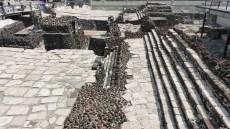 L'ancienne pyramide a été construite en 7 phases qui se superposent