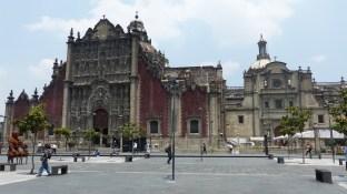 Le côté de la cathédrale
