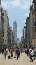 L'avenida Madero et la Torre Latinoamericana, à l'horizon