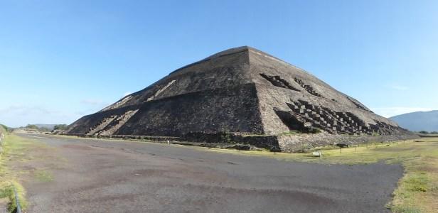 Pyramide du Soleil vue depuis l'accès au site