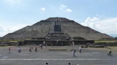 """Le 3ème degré de la pyramide du Soleil a été """"restauré"""" par erreur... et ça se voit!"""