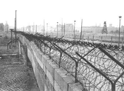 Mur de Berlin - Barbelés et No Man's Land