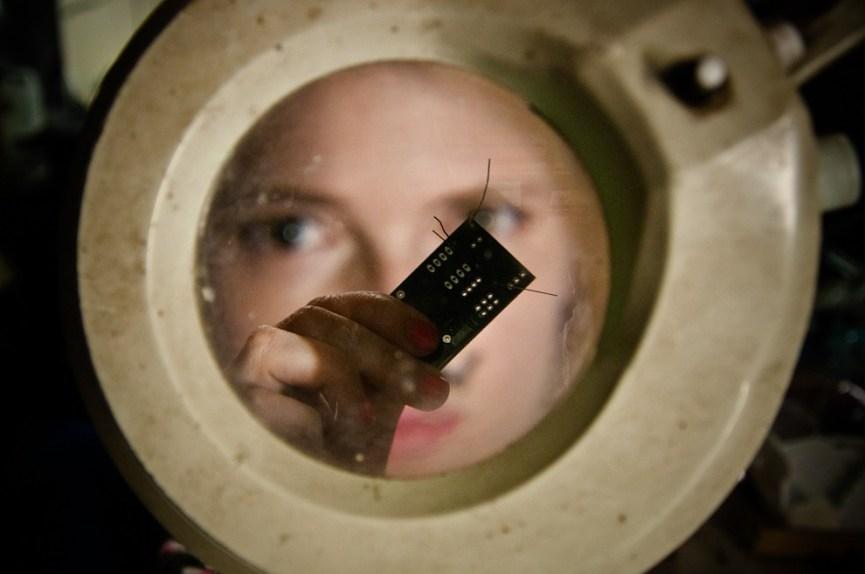 Toulouse, mai 2011. Laura, a croisé le chemin du Tetalab, le hackerspace toulousain, pendant ses études aux Beaux-Arts. Entre D.I.Y, transdisciplinarité et sens de l'indiscipline, Laura a trouvé sa place. - Photo Ophelia Noor