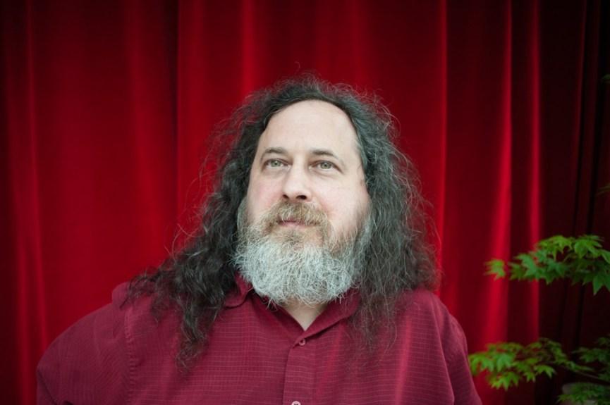 Richard Stallman, fondateur de GNU et de la Free Software Foundation lors de sa venue à Paris en juin 2012 pour une conférence sur les logiciels libres et les droits de l'homme, organisée avec la FIDH et RSF. - Photo Ophelia Noor