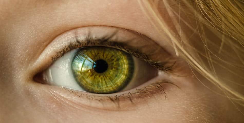 6 astuces naturelles pour atténuer ses cernes et ses poches sous les yeux