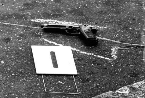 Les gardes du corps n'eurent pas le temps réagir et se firent attaquer dans le dos lorsqu'ils tentèrent de protéger Aldo Moro