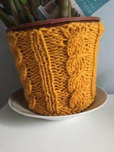 Comment fabriquer un cache pot tricot torsade