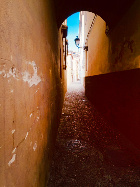 toute petite rue a grenade, ville espagnole