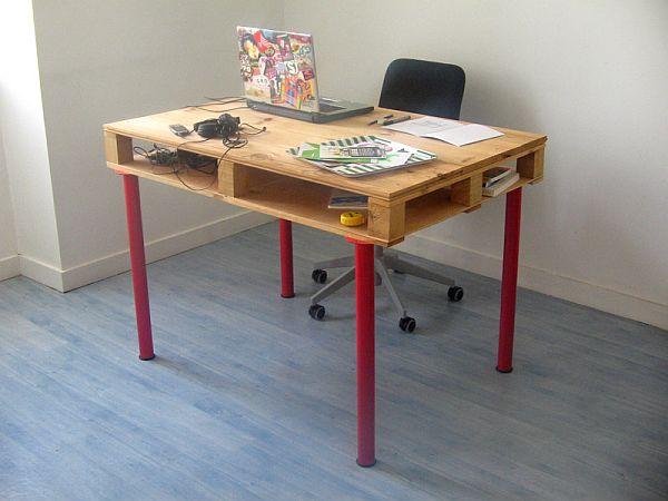 Računalniška miza iz palet (vir: ikeahackers)