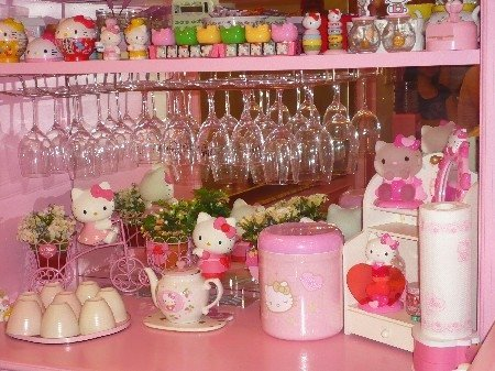 hello-kitty-bar1.jpg
