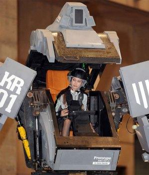 Anna dans le cockpit du Kurata.