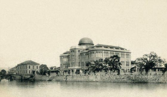 Carte postale du Palais d'exposition industriel de Hiroshima (entre 1920-1930)