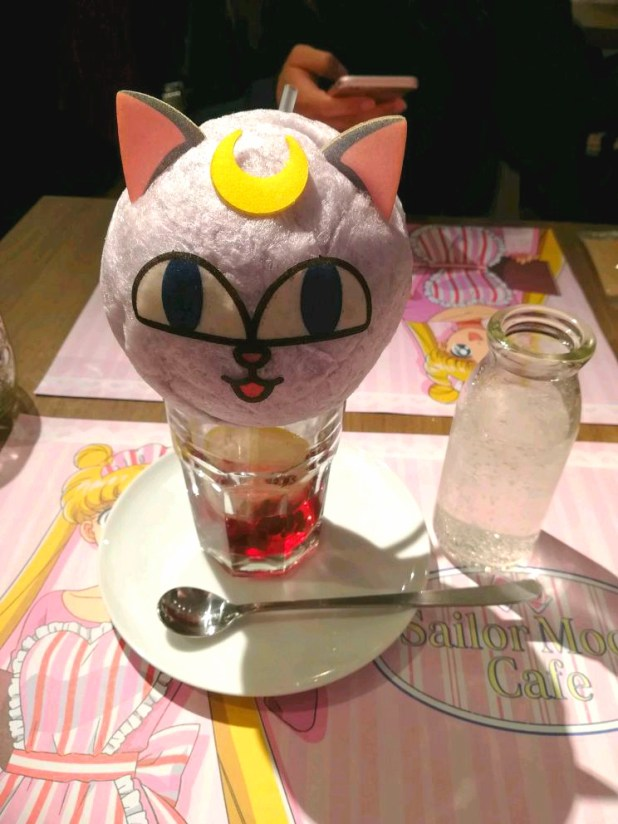 une glace sailor moon café